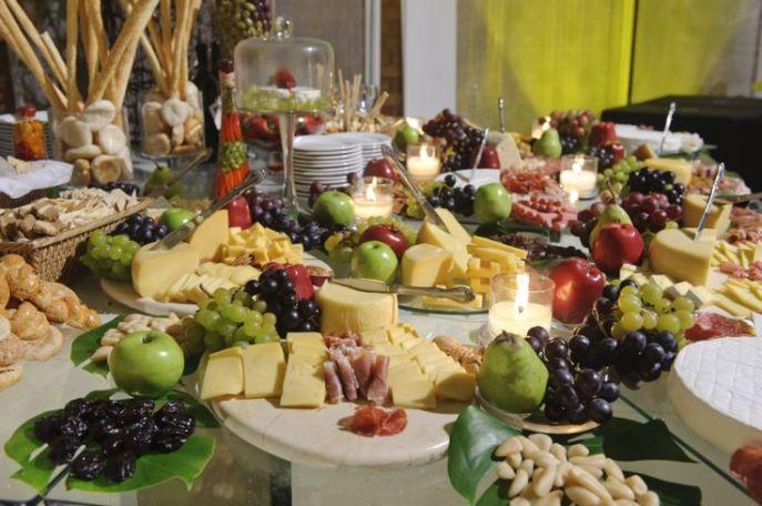 Mesa de quesos y carnes
